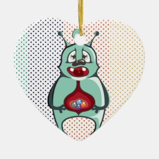 El extranjero comió los caramelos adorno navideño de cerámica en forma de corazón