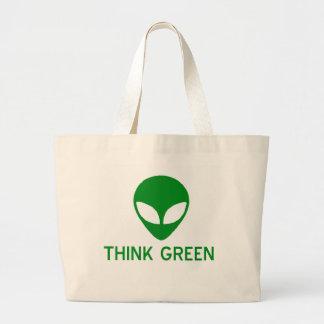 El extranjero piensa la bolsa de asas verde