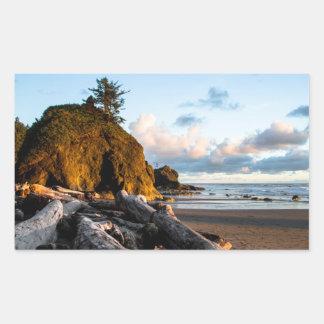 El extremo del día en la segunda playa pegatina rectangular