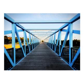 El extremo del puente postal