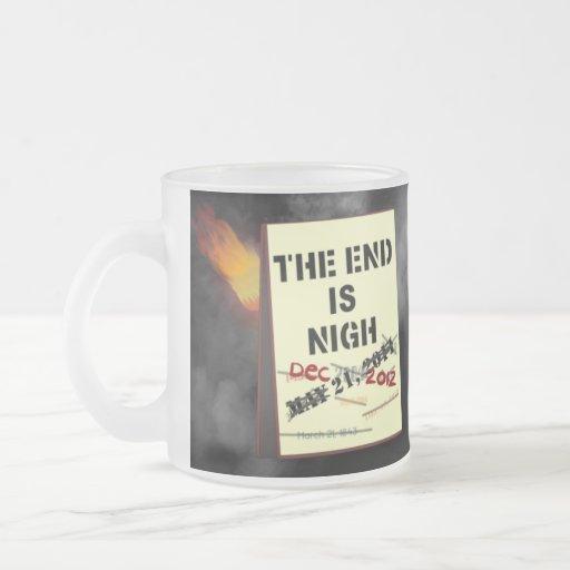 El extremo es cerca taza