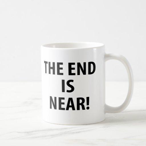 El extremo está cerca taza de café