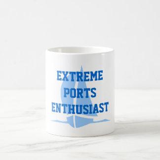 El extremo vira al entusiasta hacia el lado de bab taza básica blanca