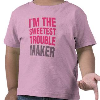 El fabricante de problema embroma la camisa