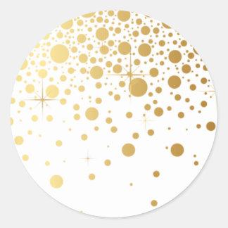 El falso confeti de la hoja de oro puntea al etiqueta redonda