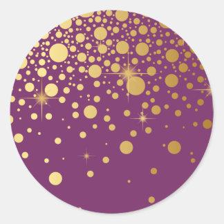 El falso confeti de la hoja de oro puntea al pegatina redonda
