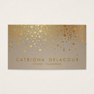El falso confeti de la hoja de oro puntea la tarjetas de visita