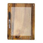 El falso granero acabado de madera seca al tablero pizarra