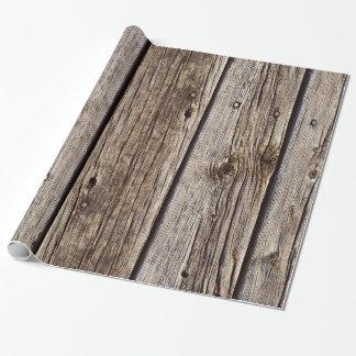 El falso gris cubre con tablas sobrepuestas el papel de regalo