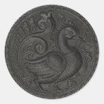 El falso negro grabado en relieve del pavo real etiqueta redonda