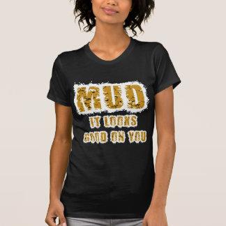 El fango parece bueno en usted camiseta