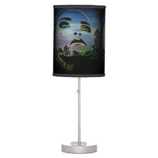 """""""el fantasma gritador"""" en una lámpara de mesa"""