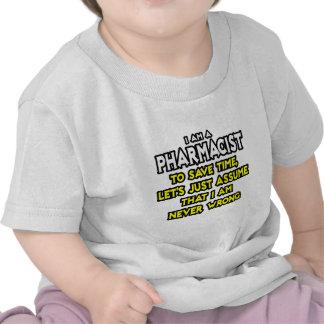El farmacéutico… asume que nunca soy incorrecto camisetas