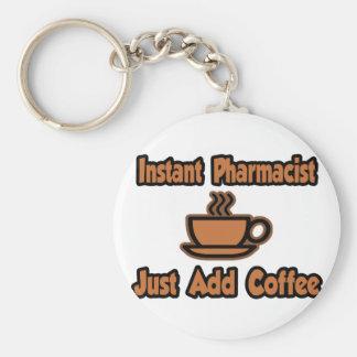 El farmacéutico inmediato… apenas añade el café llavero personalizado