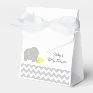 El favor de la fiesta de bienvenida al bebé del cajas para regalos