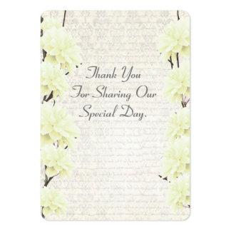 El favor floral amarillo claro del boda le tarjetas de visita grandes