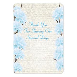 El favor floral azul claro del boda le agradece tarjetas de visita grandes