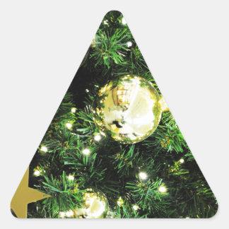 El feliz árbol del día de fiesta del navidad pegatinas de triangulo