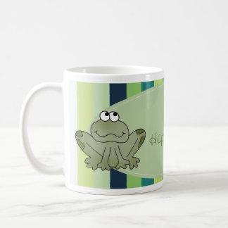 El feliz cumpleaños de la rana embroma la taza con