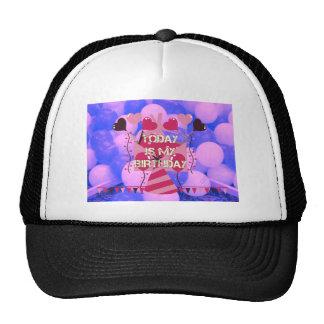 El feliz cumpleaños es hoy mis globos del azul del gorra