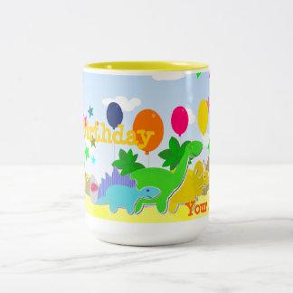 El feliz cumpleaños hincha la taza conocida de los
