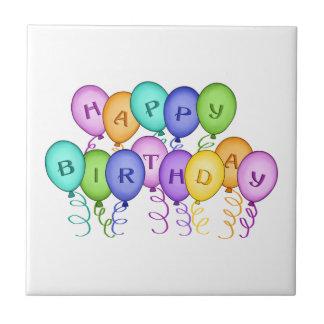 El feliz cumpleaños hincha las tejas y Trivets