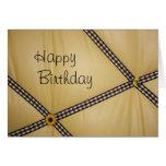 El feliz cumpleaños manosea la tarjeta de la abeja