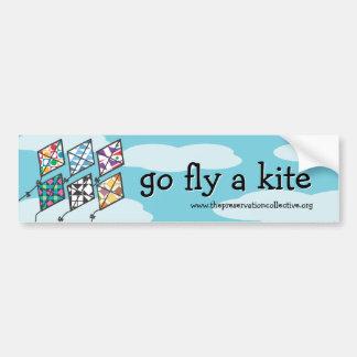 El festival 2011 de la cometa va mosca una pegatin etiqueta de parachoque