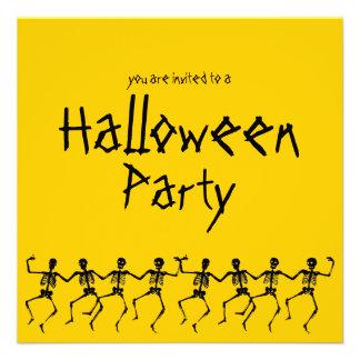 El fiesta anaranjado de Halloween de los esqueleto Invitacion Personalizada
