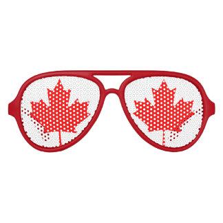 El fiesta canadiense de la bandera de la hoja de lentes de fiesta