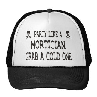 El fiesta como un empresario de pompas fúnebres a gorras de camionero
