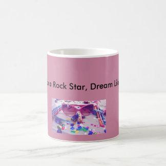 El fiesta como una estrella del rock, sueño tiene taza de café
