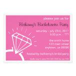 El fiesta de Bachelorette invita (el rosa oscuro d Comunicado Personalizado