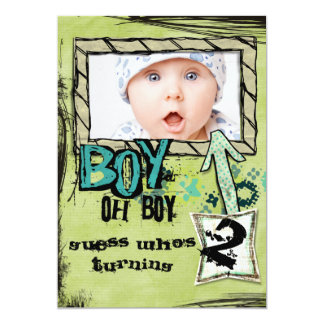 El fiesta del muchacho del cumpleaños invita anuncio personalizado