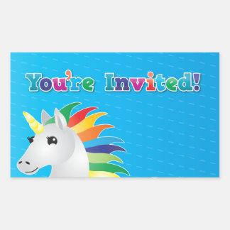 El fiesta del unicornio del arco iris invita en pegatina rectangular