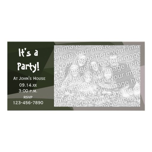 El fiesta geométrico verde del camuflaje invita a tarjetas personales con fotos