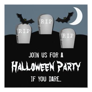 """El fiesta melancólico de Halloween del cementerio Invitación 5.25"""" X 5.25"""""""