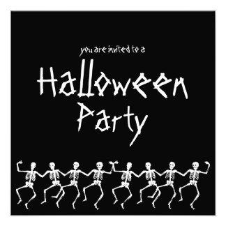 El fiesta negro de Halloween de los esqueletos del Anuncio