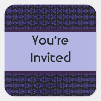 El fiesta negro púrpura del modelo invita pegatina cuadrada