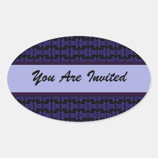 El fiesta negro púrpura del modelo invita pegatina ovalada