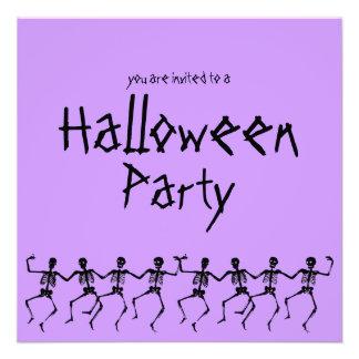 El fiesta púrpura de Halloween de los esqueletos d Anuncio Personalizado