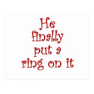 Él finalmente puso un anillo en él postales