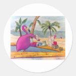 El flamenco rosado caprichoso vierte la playa de l etiquetas redondas