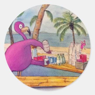 El flamenco rosado caprichoso vierte la playa de pegatina redonda