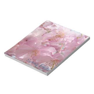 El flor rosado de las libretas de la novia de la bloc