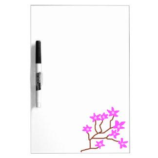 El flor soña al tablero seco del borrado tablero blanco