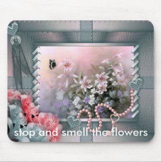 el floralwall, parada y huele las flores alfombrillas de ratones