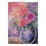 El florero de tarjetas del arte de los rosas
