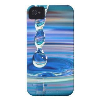 El fluir claro de los descensos del agua azul Case-Mate iPhone 4 carcasa