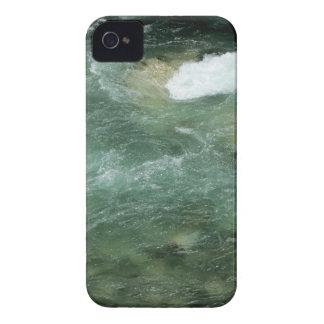 El fluir del agua de río iPhone 4 fundas